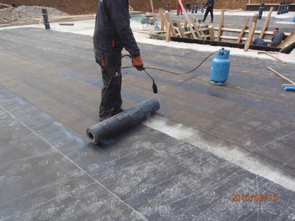 laying of bitumen membranes